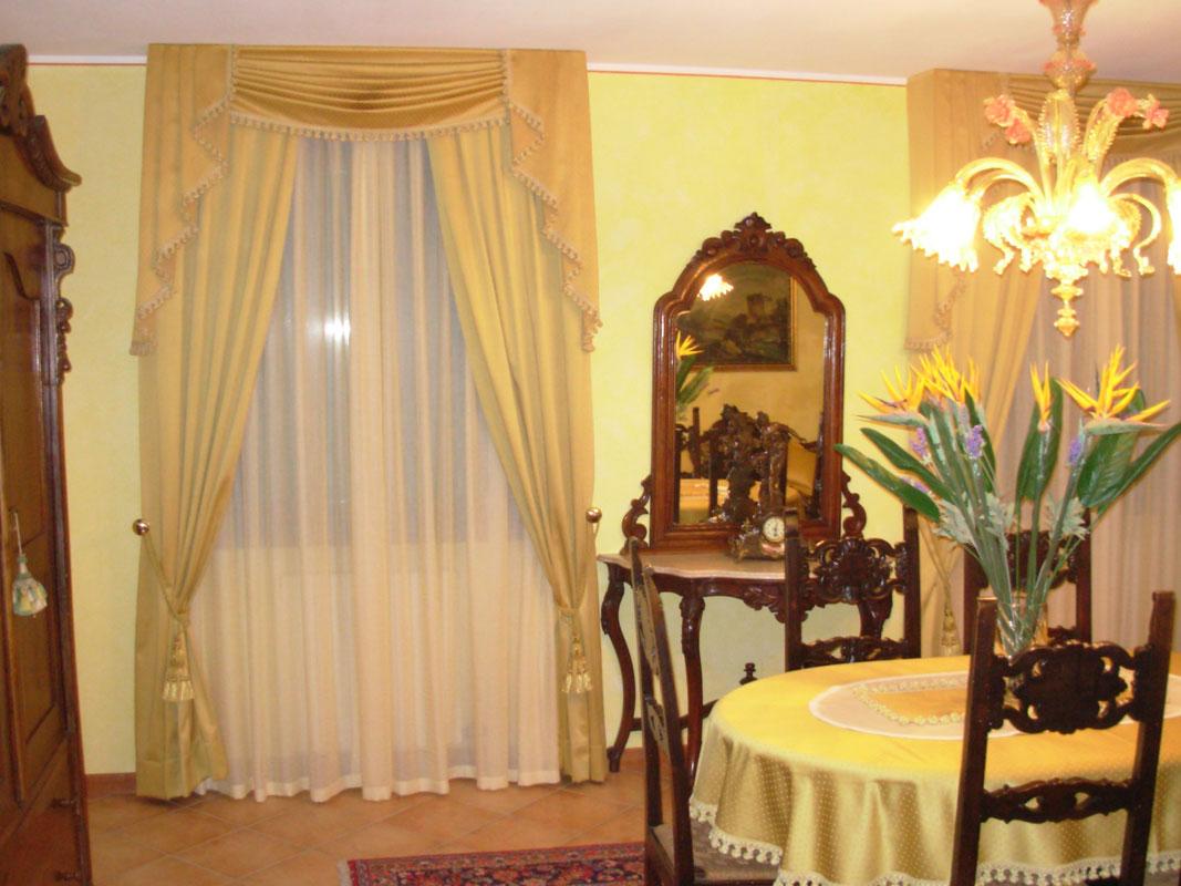 Tende classiche con tessuti prestigiosi for Tende casa classica